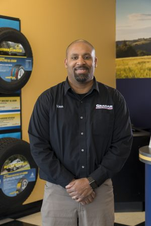 Manager of shop that offers car alignment in Lincoln, NE